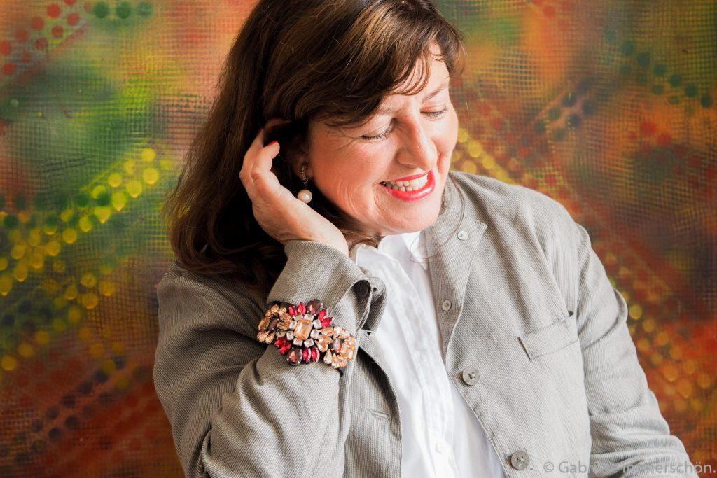 Sie liebt ihr Alter und ihr Leben. Influencerin und Bloggerin Gabriele immerschön.de. Bildquelle: Gabriele immerschön.de