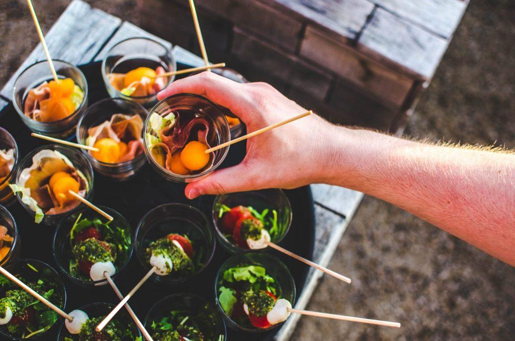"""Im Kochkurs """"Kochende Gärten"""" lernt man viele neue Leckereien kennen. Bildquelle: Aneta Pawlik/Unsplash.com"""
