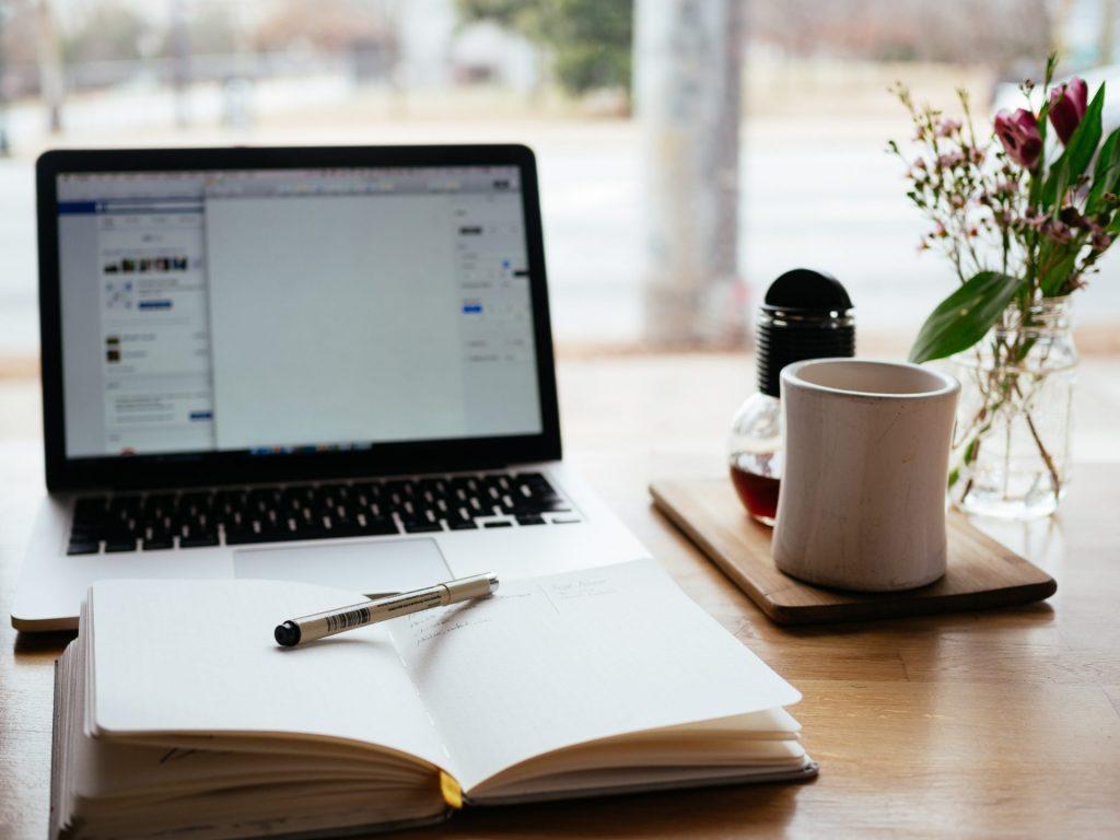 Es macht Sinn sich in Ruhe hinzusetzen und eine Liste der notwendigen Dokumente zu erstellen, um nichts zu vergessen. Bildquelle: © Nick Morison / Unsplash.com