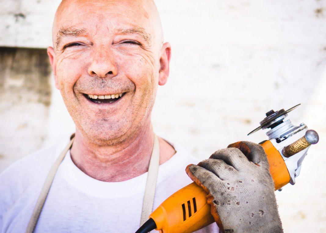 Einfach mal selbst Hand anlegen und die Dinge nicht neu kaufen, sondern reparieren. Bildquelle: © David Siglin/Unsplash.com