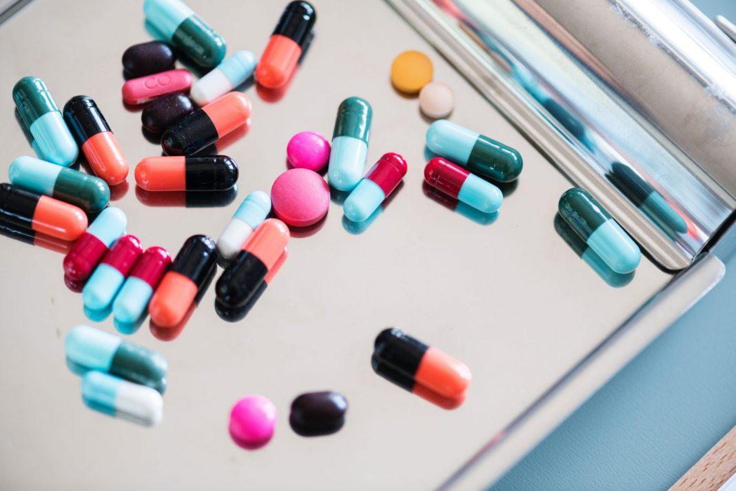 Die richtige Lagerung von Arzneimitteln ist vor allem im Sommer, bei hohen Außentemperaturen, wichtig. Bildquelle: ©Rawpixel / Unsplash.com