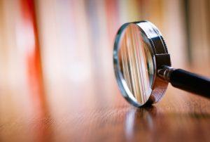 Spezielle Programme und technische Hilfmittel ersetzen die Lupe und erleichtern so die Bewältigung des Alltags. Bildquelle: shutterstock.com