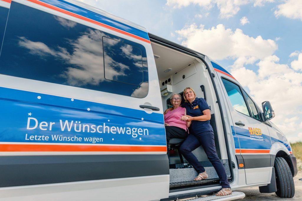Den Wünschewagen gibt es inzwischen in vielen budnesländern und finanziert allein durch Spenden. Bildquelle: ASB Wünschewagen