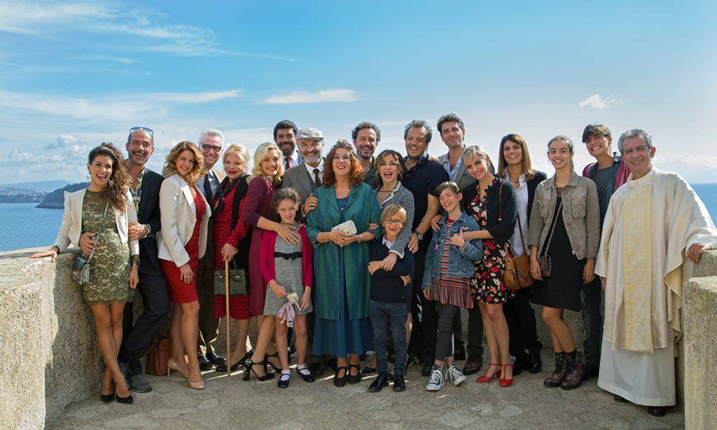 ZUHAUSE IST ES AM SCHÖNSTEN: die ganze Familie beisammen . wie schön! Quelle: Wild Bunch Germany