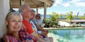 Unsere Gründerin Ute Kördel sendet uns mit ihren Freunden einen Sonnengruß aus der Karibik. Bildquelle: © Gerhardt Fischer