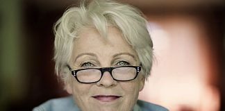 """Gerburg Jahnke ist aktuell unterwegs mit ihrem Programm """"Frau Jahnke hat eingeladen"""". Bildquelle: www.haraldhoffmann.com"""