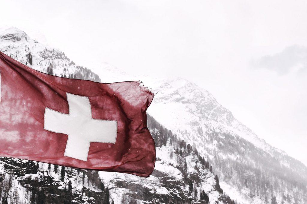 Auch in der Schweiz ändern sich die Zeiten und die lange sicher geglaubte Rente beginnt ebenfalls ins Wanken zu geraten. Bildquelle: Eberhard Grossgasteiger / Unsplash.com
