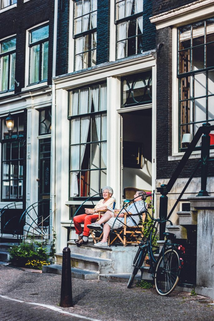 Die Niederländer gehen auch im Bereich Rente mit einem leuchtenden Beispiel voran. Bildquelle: Laura Thonne / Unsplash.com