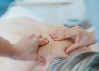 Der Rücken hat im Laufe eines Lebens eine Menge zu tragen - wir sollten also gut zu ihm sein! Bildquelle: © Toa Heftiba / Unsplash.com