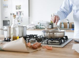 Kochen unter Männern. Warum ein Männerkochkurs nicht nur kulinarisch ein Highlight sein kann. Bildquelle: ©Bine Bellmann