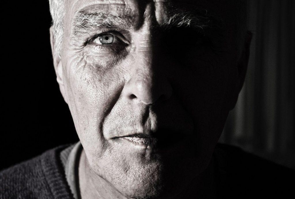 Der graue Star ist inzwischen eine fast gängige Erkrankung der Augen im Alter. Bildquelle: © Simon Wijers / Unsplash.com