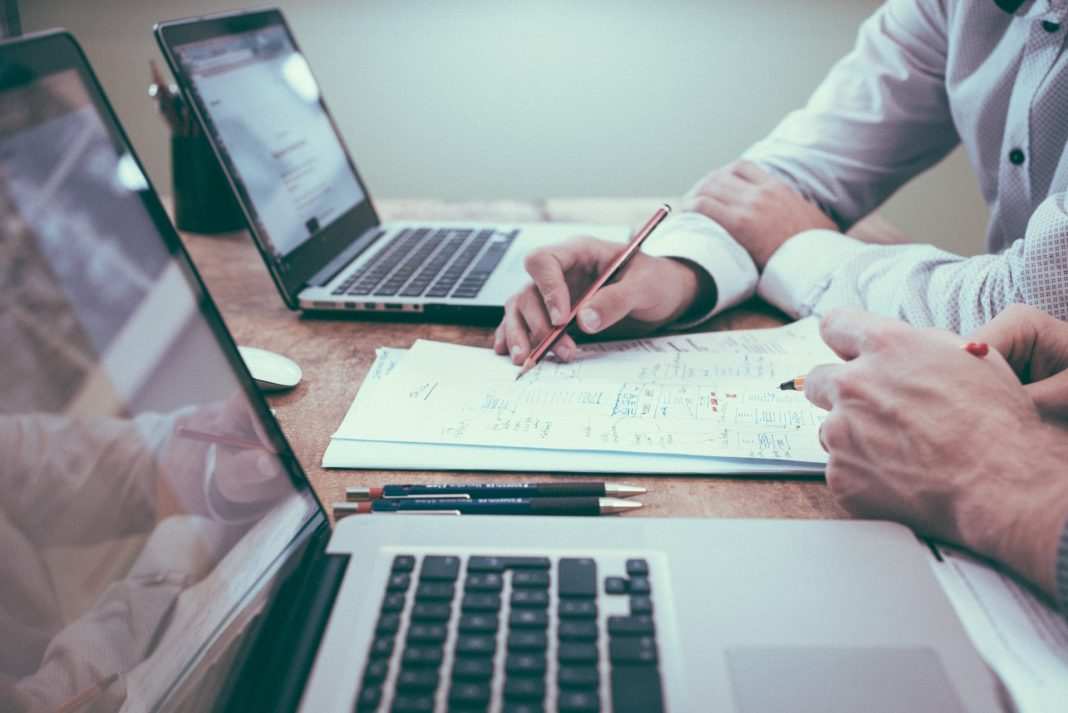 Welche Versicherungen sind für die Generation 59plus wichtig und eher unwichtig. Bildquelle: © Helloquence / Unsplash.com