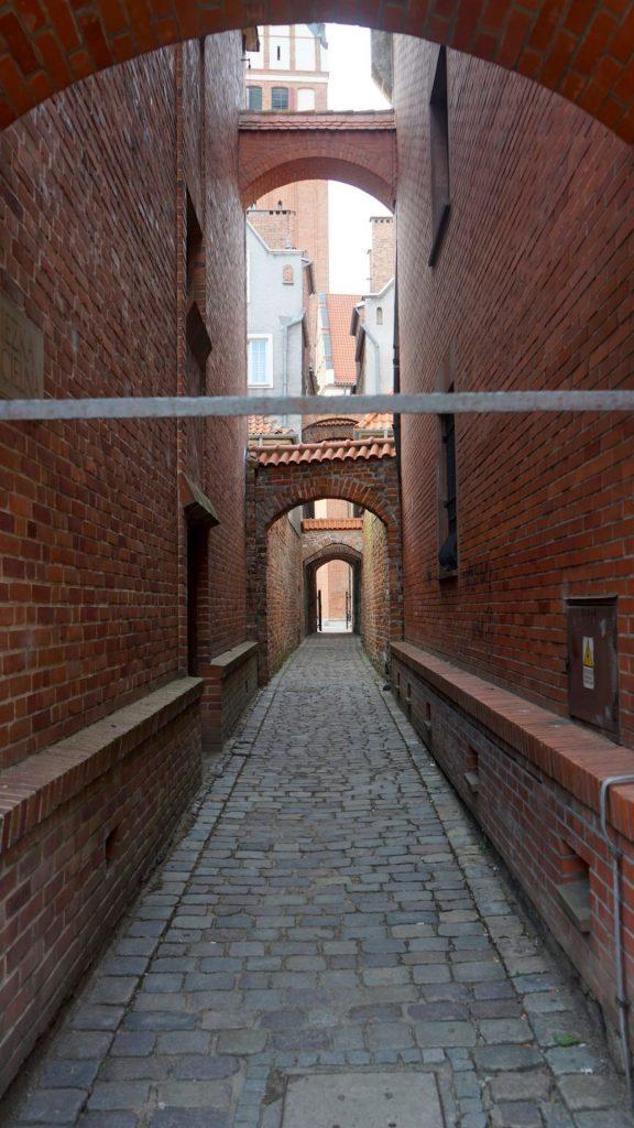 Der Kirchenweg aus dem 13. Jahrhundert ist eine ganz besondere Sehenswürdigkeit in Elbląg. Bildquelle: © Beate Ziehres