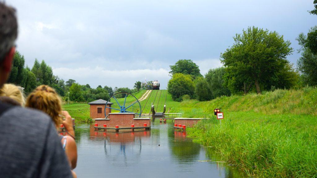 Unter Denkmalschutz steht diese einzigartige Anlage Schiffe per Bahn von der einen auf die andere Seite des Kanals zu transportieren, Bildquelle: © Beate Ziehres
