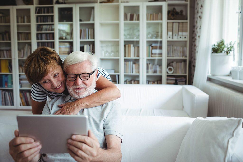 Erkundigen Sie sich bei Ihrer Krankenkasse wie hoch die Lohnfortzahlung sein wird, sollten Sie länger als 6 Wochen krank sein. Bildquelle: Shutterstock.com