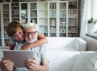 Das Internet hält viele Möglichkeiten für Sie bereit, sich gut zu informieren, Geld zu sparen oder bequem von Zuhause einzukaufen. Bildquelle: shutterstock.com