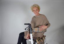 Bettina Schwäbl ist die Gründerin von www.rollchic.com und zeigt deutlich das ein Rollator auch chic sein kann. Bildquelle: © Bettina Schwäbl