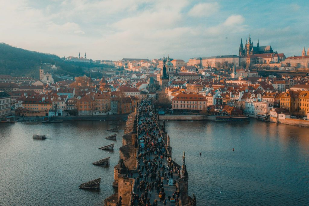 Prag ist eine Stadt, die man auch als Frau wunderbar alleine bereisen kann. Bildquelle: © Anthony DELANOIX / Unsplash.com