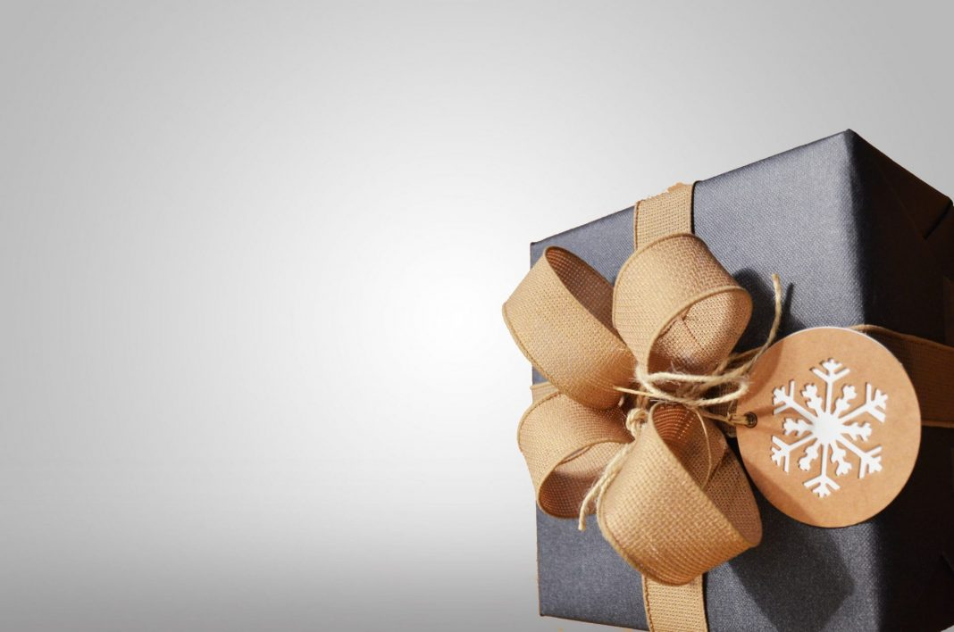 Es weihnachtet und wir haben tolle Geschenkideen für Sie in unserem Online-Shop. Bildquelle: David Everett Strickler / Unsplash.com