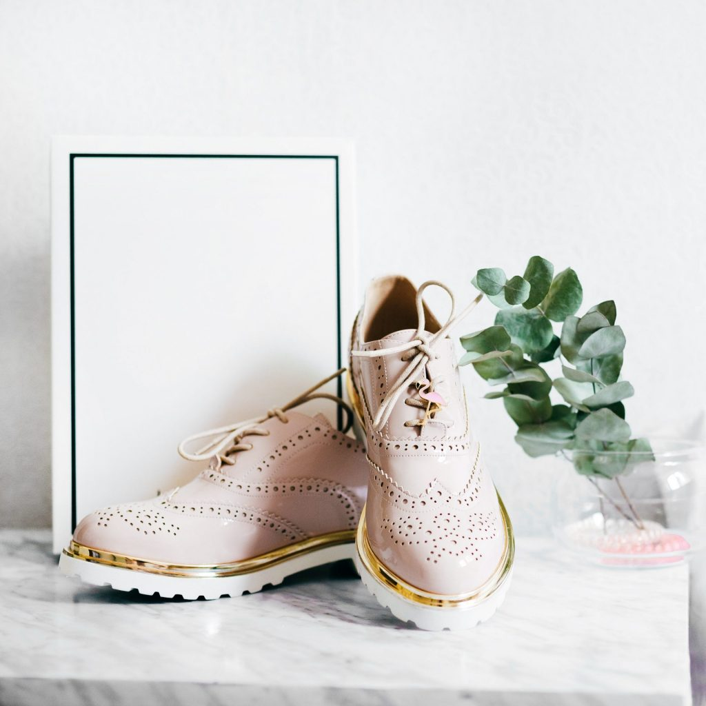 In erster Linie bequem und idealerweise dann auch noch optisch ansprechend - das wünscht sich jeder von uns bei einem neuen Paar Schuhe. Bildquelle: © Alexandra Gorn / Unsplash.com