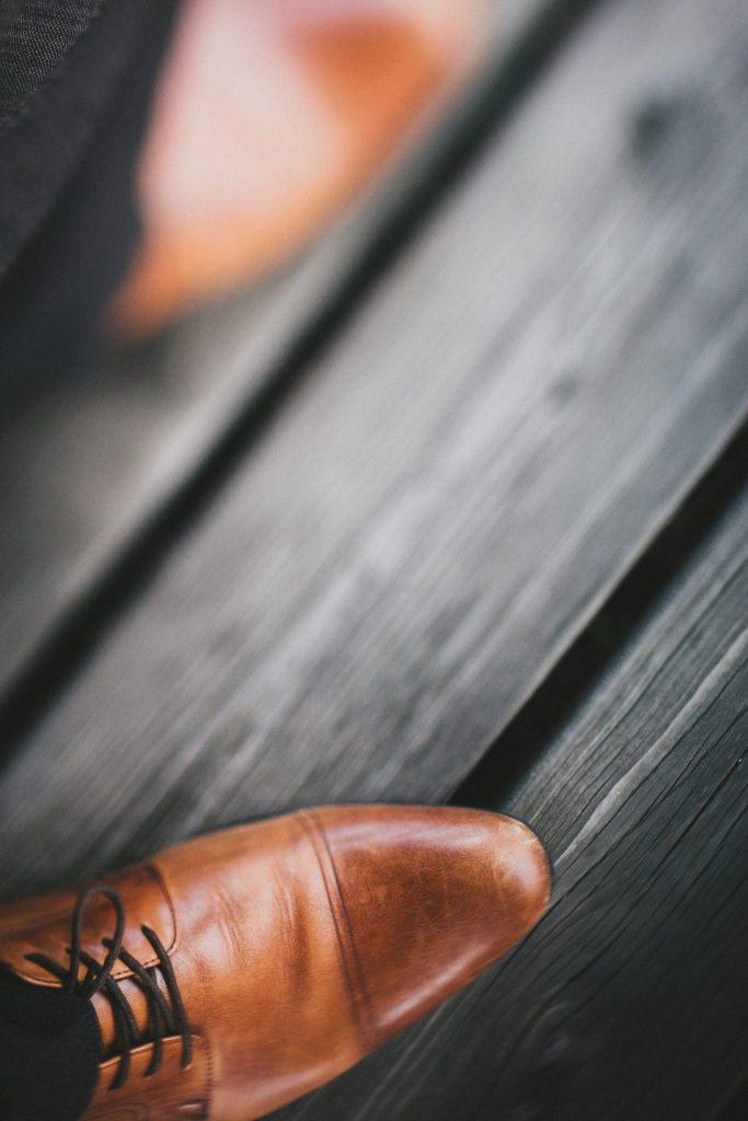 Auch die Herren der Schöpfung sollten unbedingt ein paar Tipps beim Schuhkauf beherzigen. Bildquelle: © Andrik Langfield / Unsplash.com