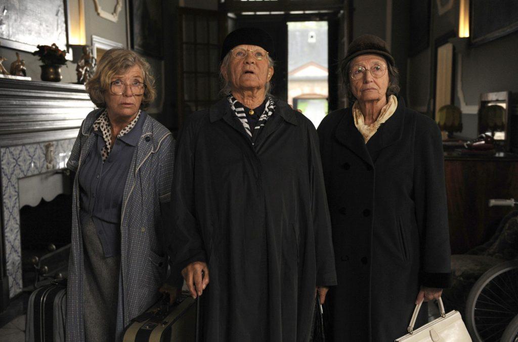 Zunächst eher unfreiwillig kommen die drei Schwestern anlässlich des 100. Geburtstages zusammen. Bildquelle: © ARD Degeto / WDR / UFA Fiction / Bernd Spauke