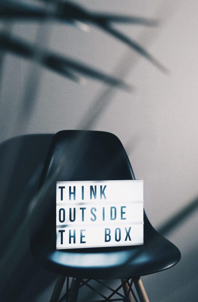 Treten Sie heraus aus den klassischen Denkstrukturen und beginnen Sie zu hinterfragen. Bildquelle: © Nikita Kachanovsky / Unsplash.com