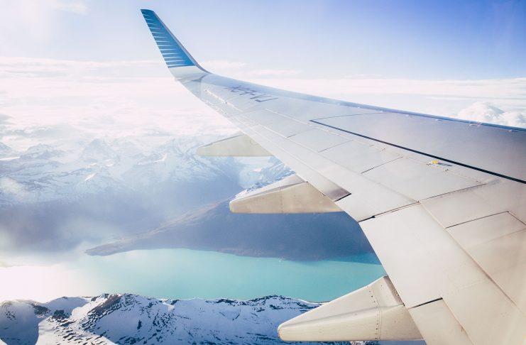 Fliegen ist inzwischen eine absolut normale Art zu Reisen. Bildquelle: © Margo Brodowicz / Unsplash.com