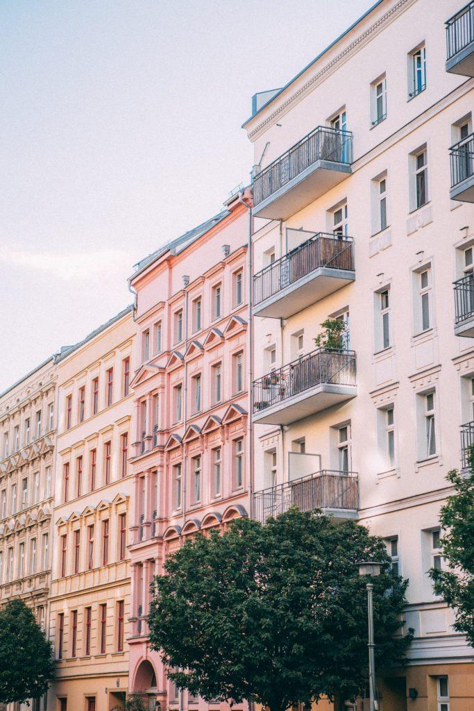Vor allem in größeren Städten findet man eine Vielzahl an Genossenschaftswohnungen. Bildquelle: © Jonas Denil / Unsplash.com