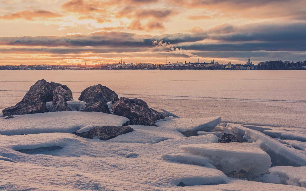 Umgeben vom Schnee ist Helsinki ein tolles Ziel für eine Städtetour im Winter. Bildquelle: © Carlos Grury Santos / Unsplash.com