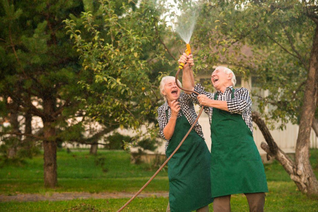 Gartenarbeit macht Spaß, hält fit und unterstützt zudem noch positiv unsere Gesundheit. Bildquelle: shutterstock.com