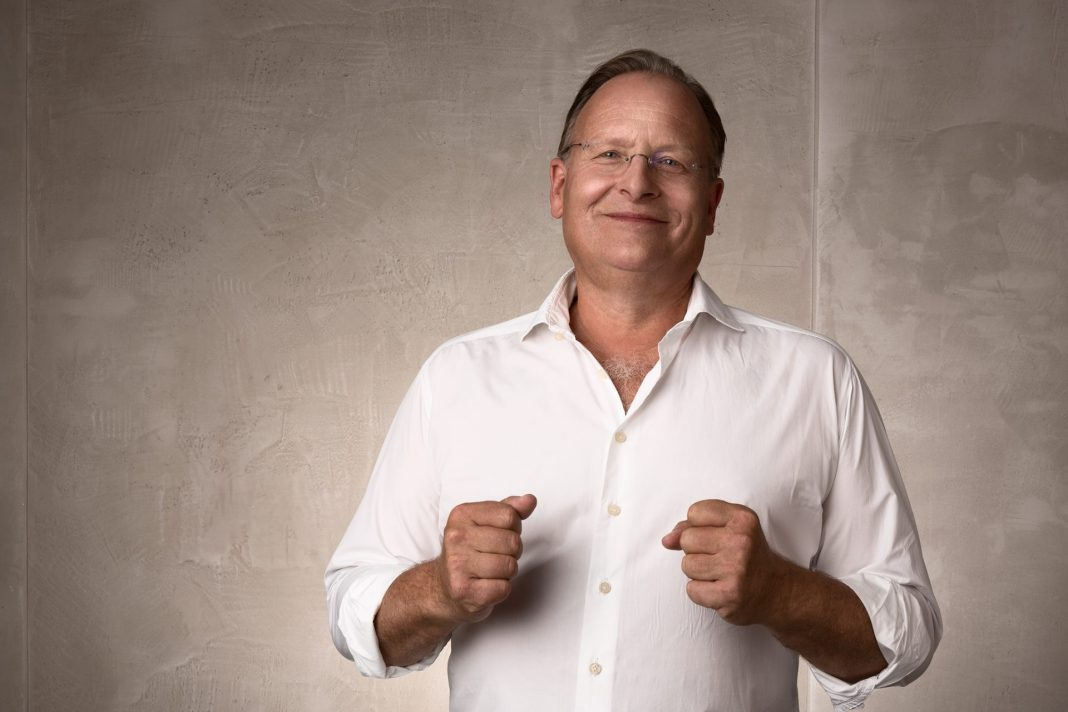 Prof. Dr. Dietrich Grönemeyer gilt als der Rückenexperte in Deutschland. Bildquelle: Prof. Dr. Dietrich Grönemeyer