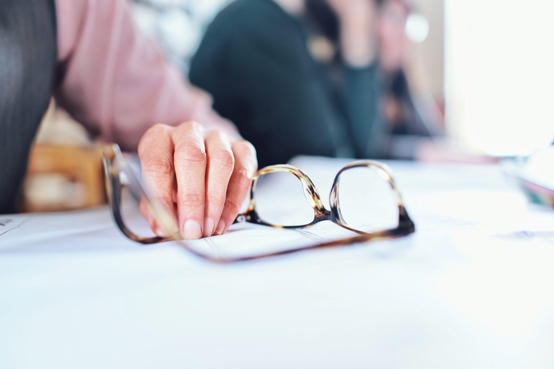 High Fashion Neues Produkt klassischer Chic Durch eine Gleitsichtbrille die Altersweitsicht in den Griff ...