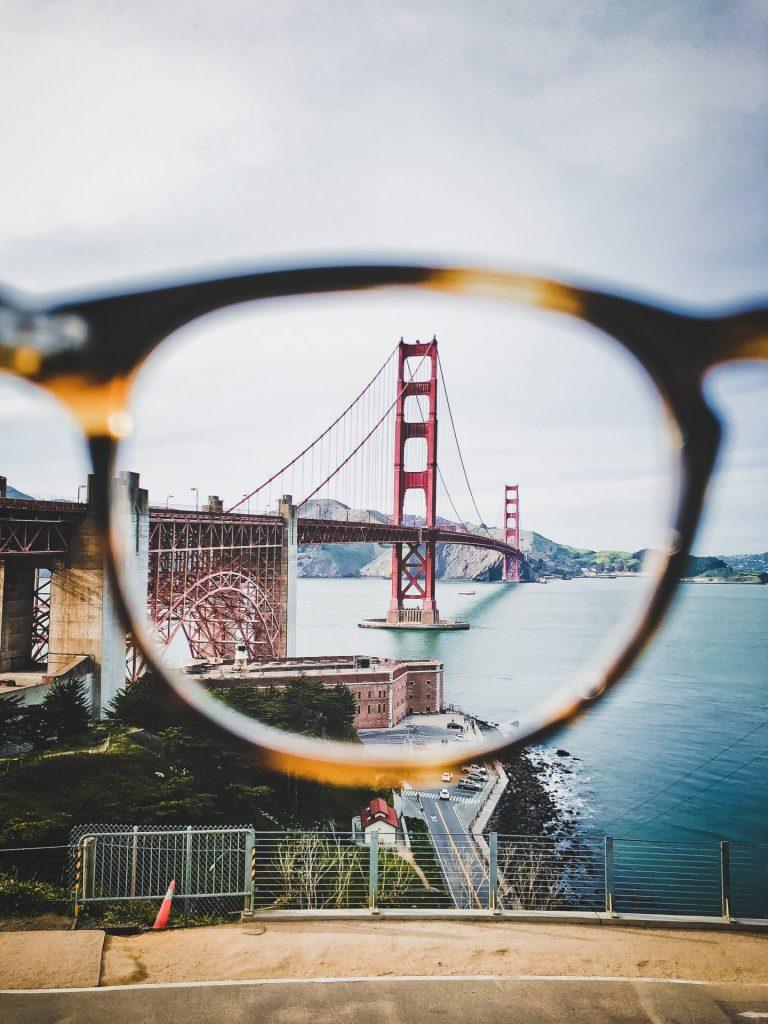 Die Gleitsichtbrille macht mehrere weitere Brillen weitestgehend überflüssig. Bildquelle: © Saketh Garuda / Unsplash.com