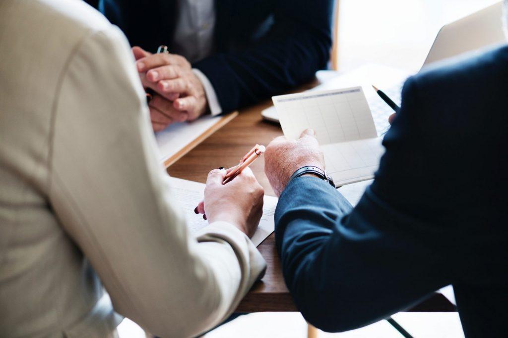 Für die Beantragung eines Kredites werden bestimmte Unterlagen seitens der Bank benötigt. Bildquelle: © Rawpixel / Unsplash.com