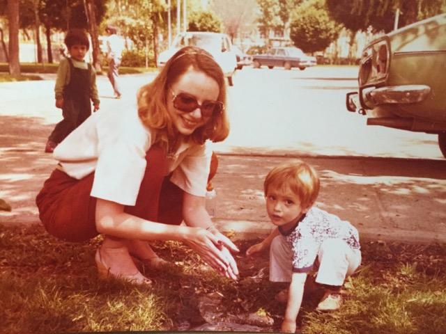 Christiane Amini mit ihrem Sohn Reza 1978 im Iran. Bildquelle: Christiane Amini