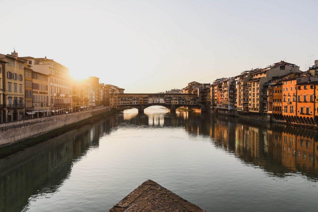 Die Ponte Veccio ist ein magischer Anziehungspunkt in der Stadt. Bildquelle: © Giuseppe Mondi / Unsplash.com
