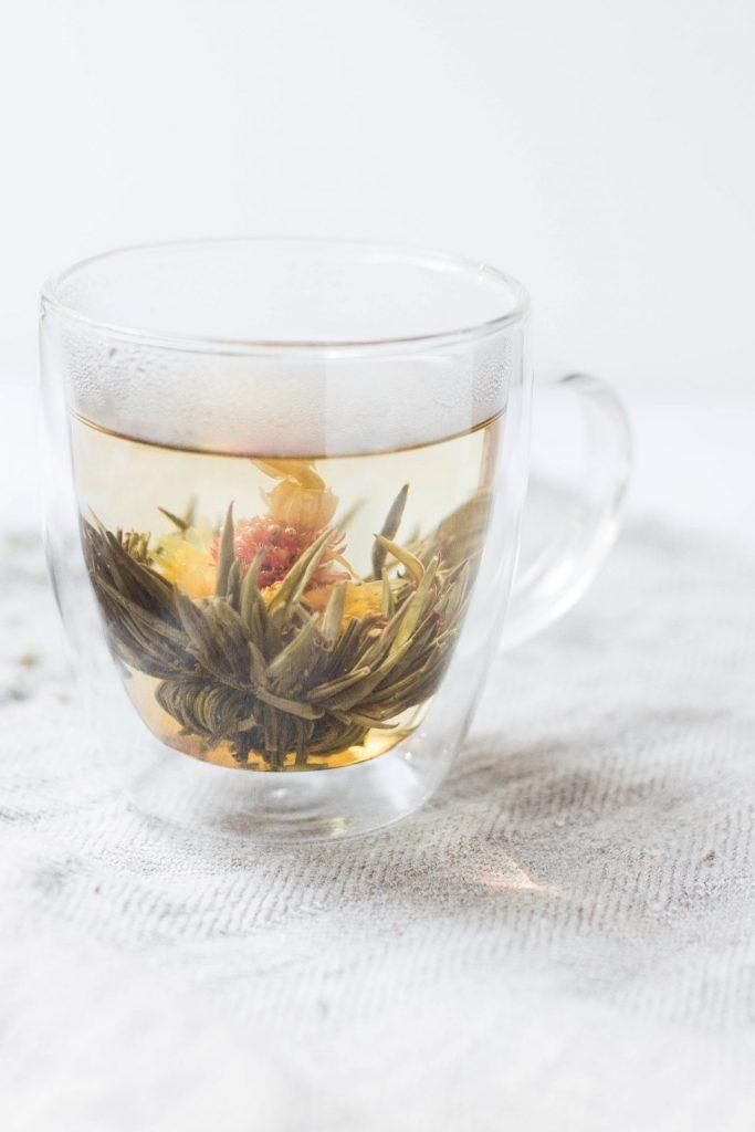 Wasser, Tee und Gemüsebrühe stehen in den kommenden Tagen auf dem Speiseplan von Gabriele immerschön. Bildquelle: © Alison Marras / Unsplash.com