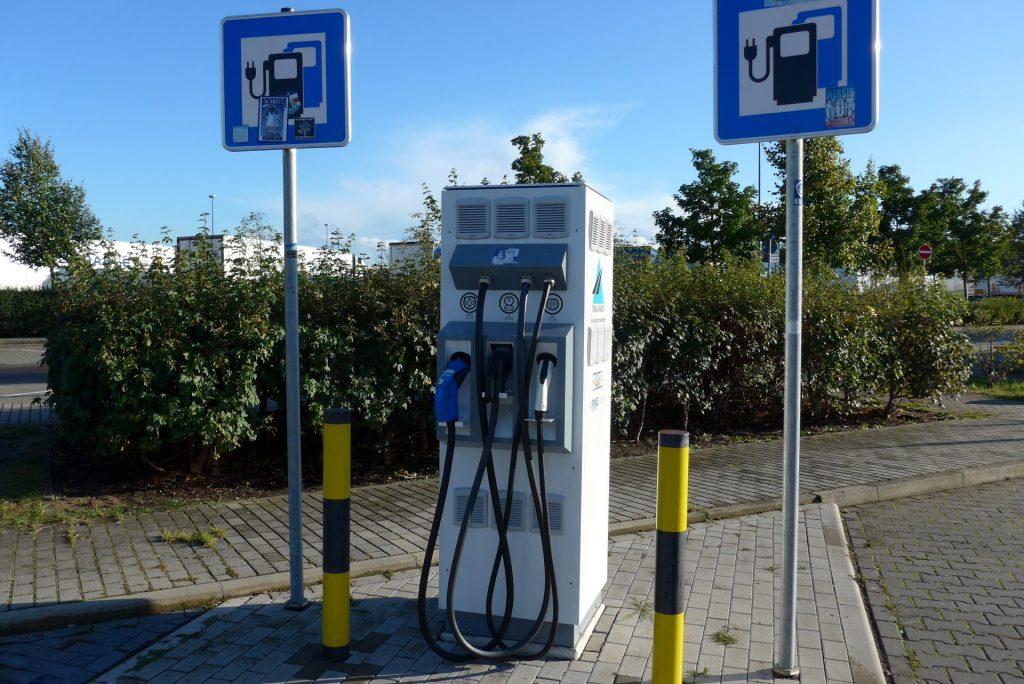 Die ersehnte Strom-Tankstelle der Wuppertaler Stadtwerke funktionierte leider nicht. Bildquelle: Martin Beier