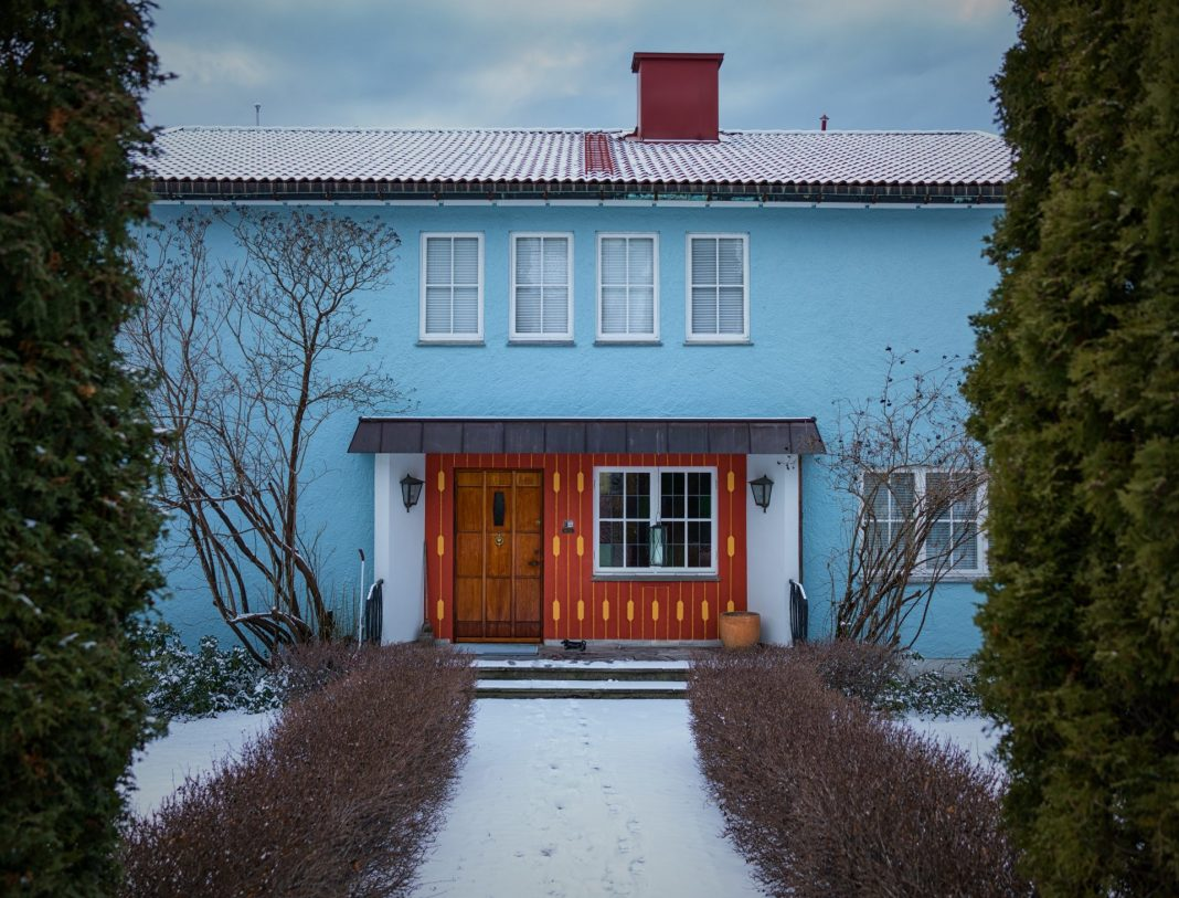 Wenn das Einfamilienhaus nur noch eine Belastung ist, tut man gut daran sich mit einer neuen Wohnidee anzufreunden. Bildquelle: © Vidar Nordli Mathisen / Unsplash.com