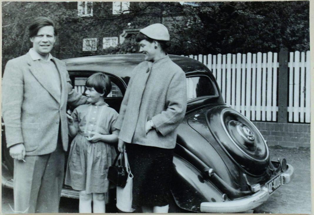 Helmut und Loki Schmidt bei einem Familienausflug. Bildquelle: Helmut-Schmidt-Archiv