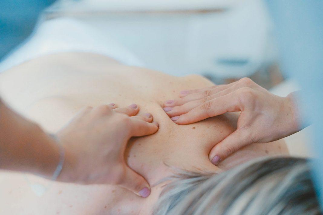 Sanfte Massagen helfen unserem Körper geschmeidig zu bleiben. Bildquelle: ©Toa Heftiba / Unsplash.com