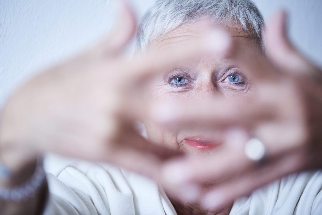 Auch mit 59plus spricht überhaupt nichts gegen etwas Mascara und Co. Bildquelle: © Zoelita / 59plus GmbH