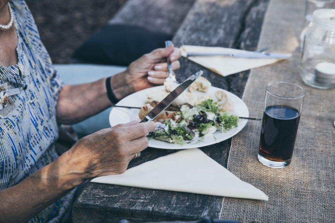 Kleine oder größere Alltagshelfer geben uns die Möglichkeit lange unabhängig und autark zu bleiben. Bildquelle: © Stella de Smit / Unsplash.com