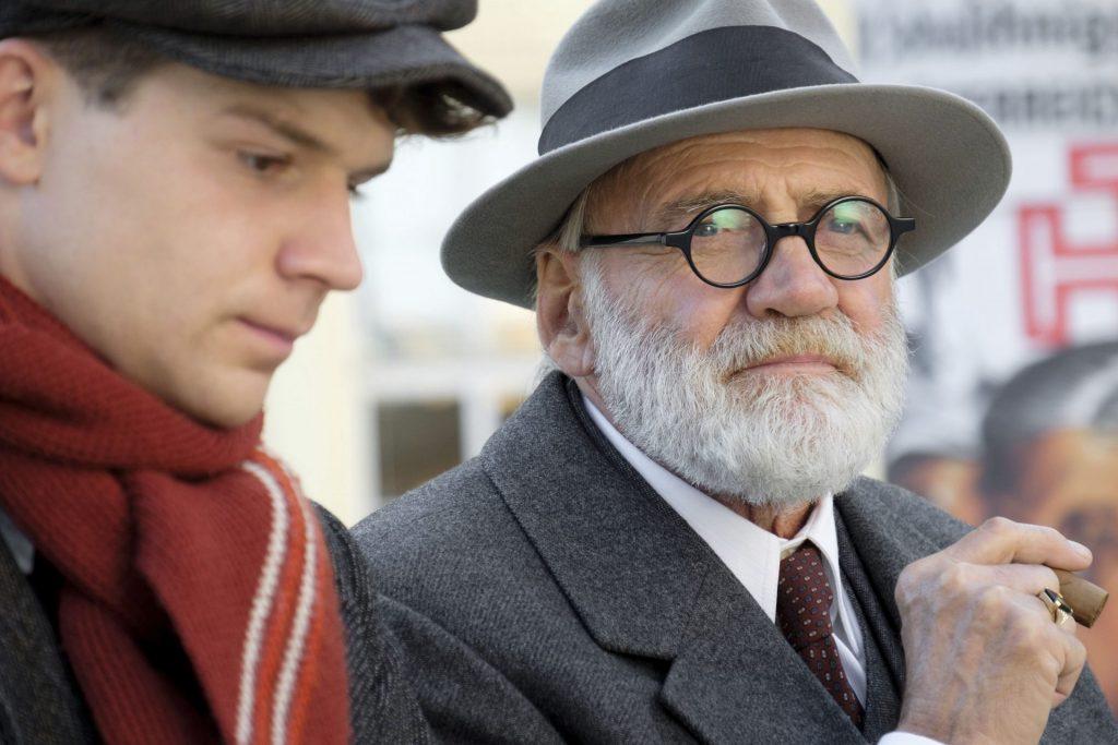 In Wien lernt Lehrling Franz Huchel Psychoanalytiker Sigmund Freud kennen. Bildquelle: © Tobis Film GmbH