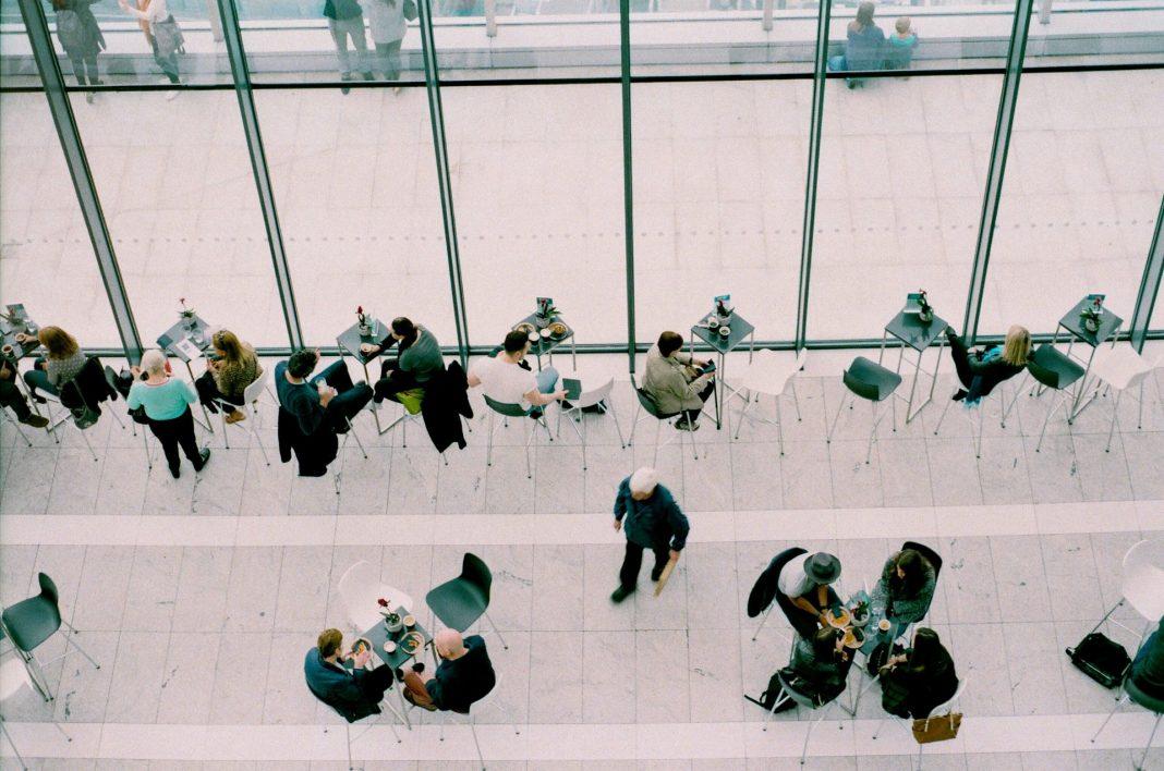 Die jährliche Hauptversammlung einer Aktiengesellschaft ist immer etwas besonderes, vor allem, wenn es sich um die der Deutschen Telekom handelt. Bildquelle: © Daria Shevtsova / Unsplash.com