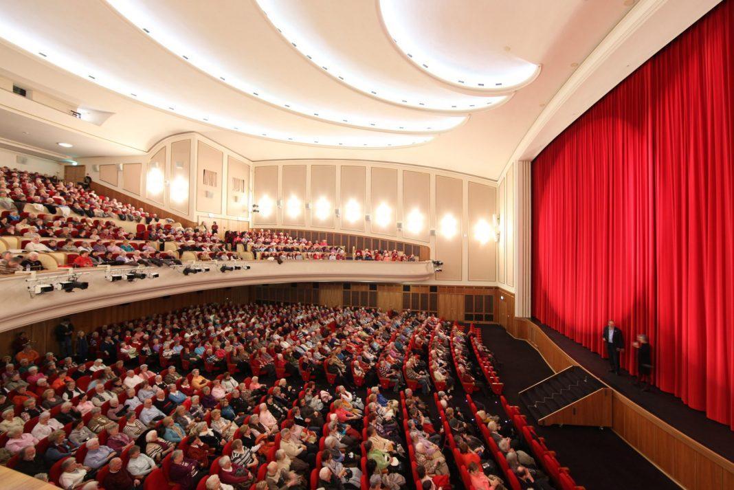 Die Lichtburg ist ein historisches Kino im Herzen des Ruhrgebiets. Mit 1250 Plätzen besitzt sie zudem den größten Kinosaal Deutschlands. Bildquelle: Lichtburg Essen