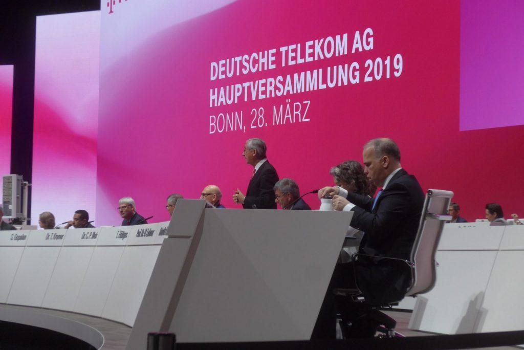 Am vergangenen Donnerstag war in Bonn die alles überragende Farbe Magenta. Hauptversammlung der Deutschen Telekom. Bildquelle: © Martin Beier