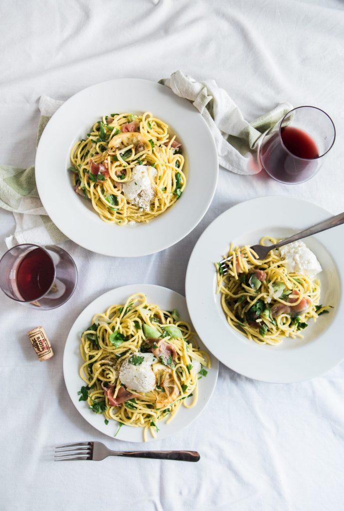 Ob Spaghetti Bolognese oder ganz einfach mit Pesto oder frischem Gemüse - ein Pastagericht ist immer leicht und schnell zubereitet. Bildquelle: © Brooke Lark / Unsplash.com