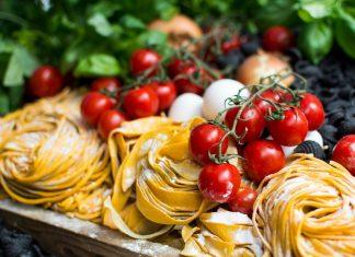 Nudeln oder Pasta sind inzwischen von unserem Speiseplan nicht mehr wegzudenken. Bildquelle: ©Jakub Kapusnak / Unsplash.com
